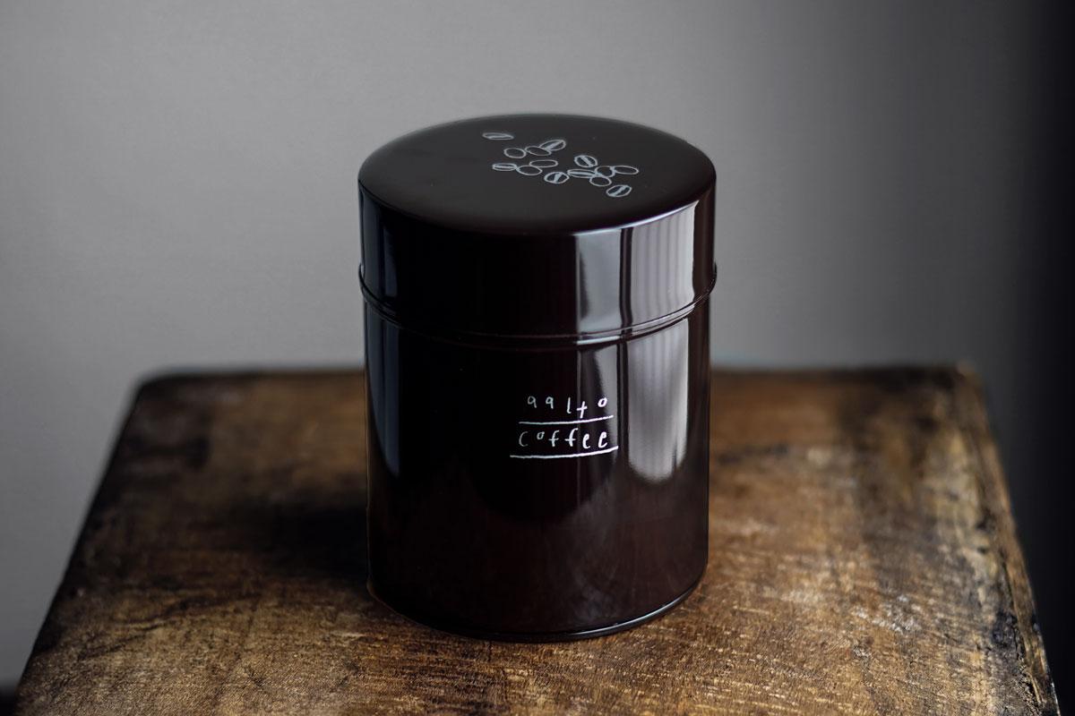 アアルトコーヒー×佐々木美穂コーヒー缶(こげ茶)